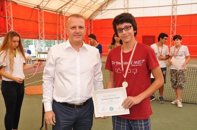 Başarılı Tenisçiler Sertifikalarını Aldı