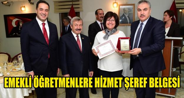 EMEKLİ ÖĞRETMENLERE HİZMET ŞEREF BELGESİ VERİLDİ