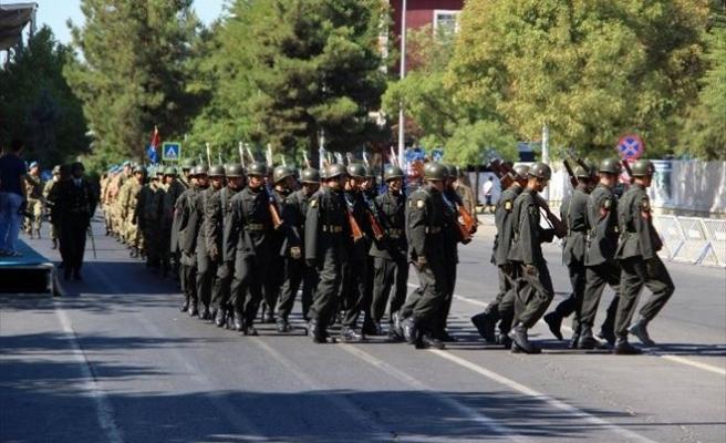 Asker Diyarbakır'ı 'Şehitler Ölmez Vatan Bölünmez' Sloganlarıyla İnletti