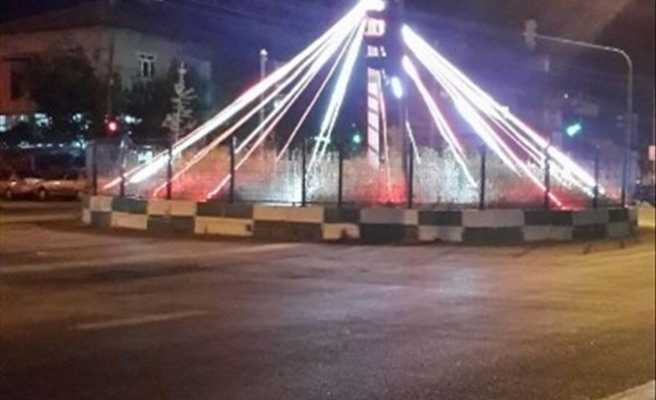 """Düzağaç Belde Belediyesi Yolcuları """"Ay-yıldız""""lı Işıklandırma İle Karşılıyor"""