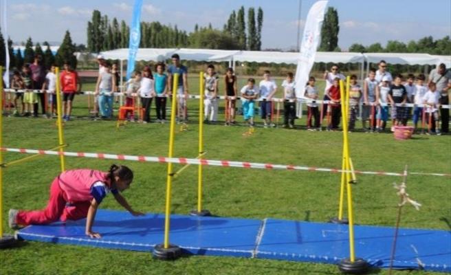 Eskişehir'de 'Yaz Spor Okulları Yarışıyor' Kapanış Etkinliği