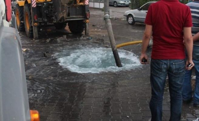 Kahta'da, Su Borusu Patladı
