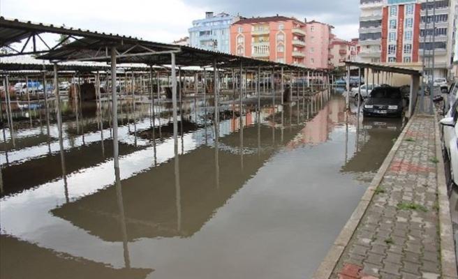Çarşamba'da Sağanak Sonrası Ev Ve İş Yerlerini Su Bastı