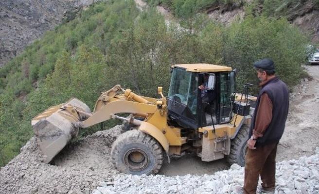 Sel Sularının Kapatığı Köy Yolları Ulaşıma Açıldı