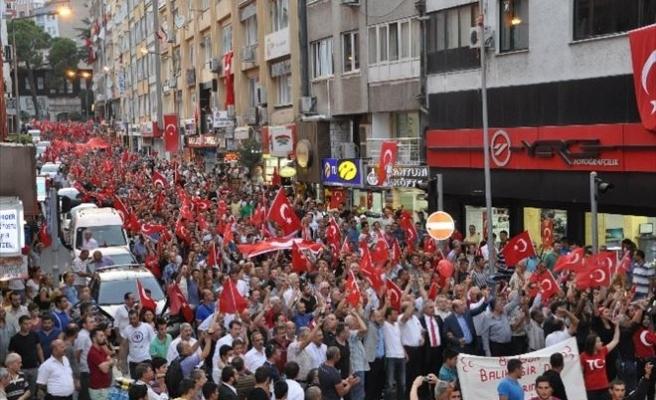 Balıkesir'de Şehide Saygı Teröre Lanet Yürüyüşü