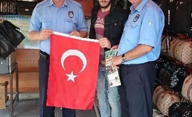 Aksaray Belediyesi'nden Esnaflara Türk Bayrağı