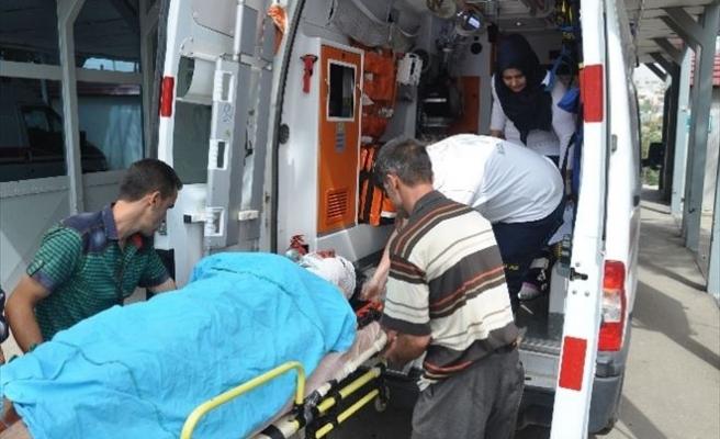 Feke'de Trafik Kazası: 5 Yaralı