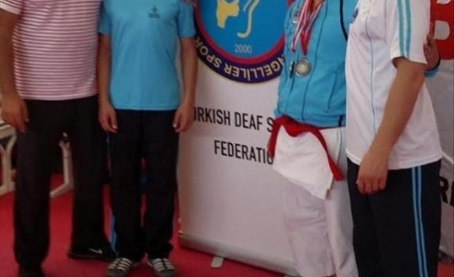 Kağıtsporlu İşitme Engelli Karateciden İki Türkiye Derecesi
