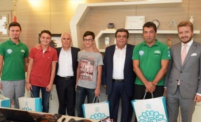 Genç Şampiyonlar Sevinçlerini Bozbey İle Paylaştı