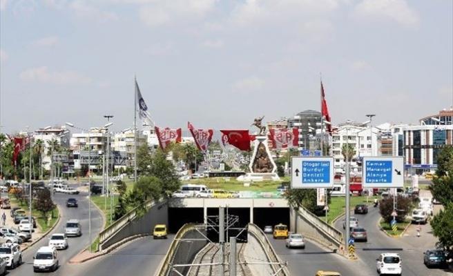 Antalya Bayraklarla Donatıldı