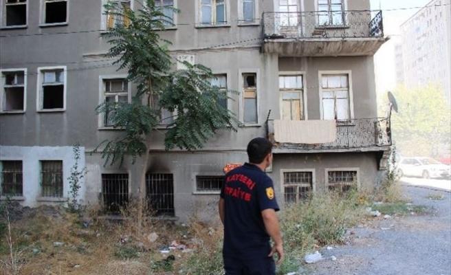 Kayseri'de Metruk Binada Yangın Çıktı