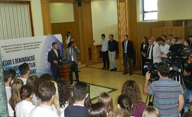 Kosova'da Dünya Demokrasi Günü Kutlandı