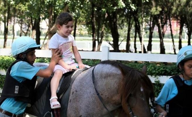 Engelli Çocuklara AT Üstünde Terapi Hizmeti