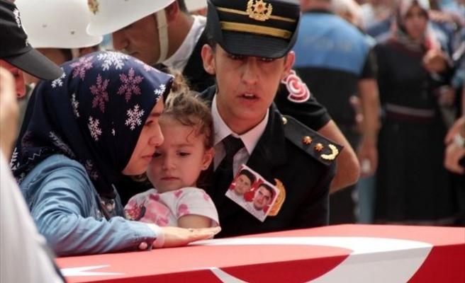 Şehit Ailelerine Acı Haberi Şehit Kızı Veriyor