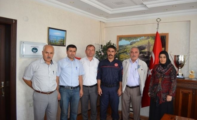 Adilcevaz Belediyesi'nden Hakan Karahan'a Plaket