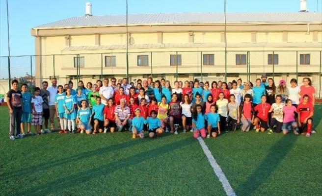 Karaman'da Gazi Çalışkan Bayan Futbol Turnuvası Ödül Töreni