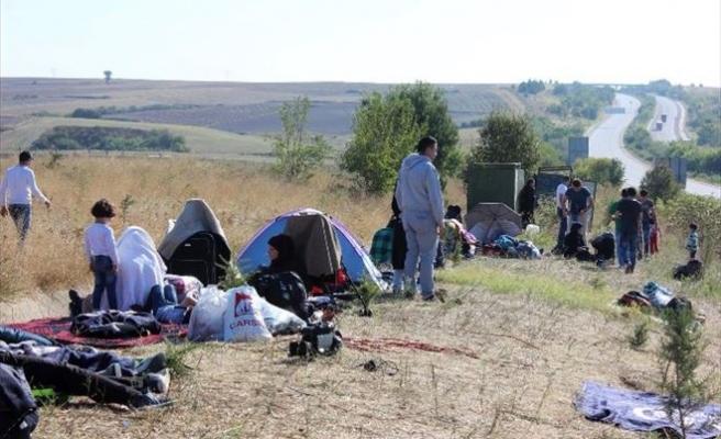 Suriyeli Sığınmacıların Edirne Otobanında Bekleyişleri Sürüyor