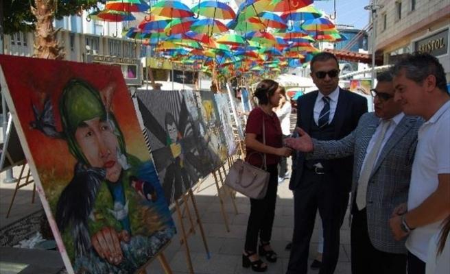 """Gazi Muhtarpaşa'da """"Demokrasi"""" Sergisi Açıldı"""