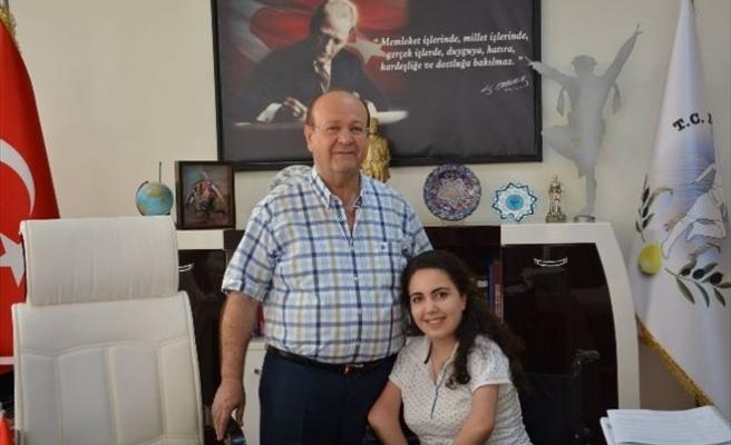 Ayaklarıyla Resim Yapan Asrak, Başkan Özakcan'ı Ziyaret Etti
