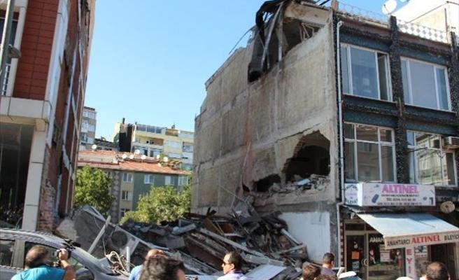 Üsküdar'da 5 Katlı Bina Çöktü