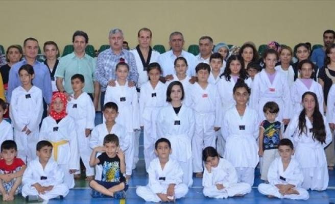 Yeşilyurtspor Taekwondo Kulübü'nden 137 Sporcu Kuşak Terfi Sınavına Girdi
