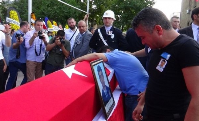 Şehit Polis Tekbirlerle Uğurlandı