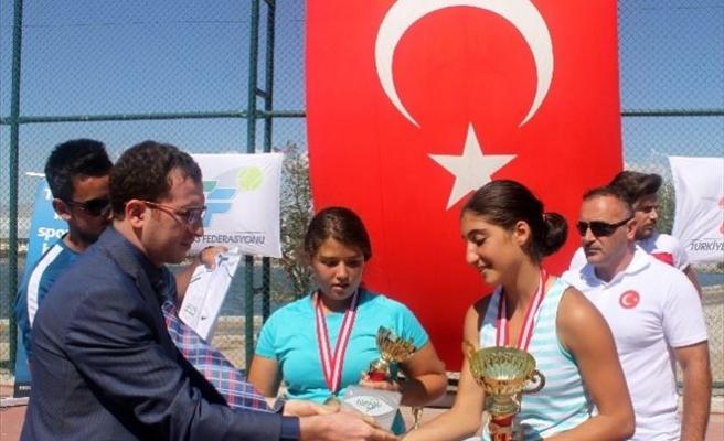 Büyükşehir, Tenis'in Yıldızlarını Ağırladı