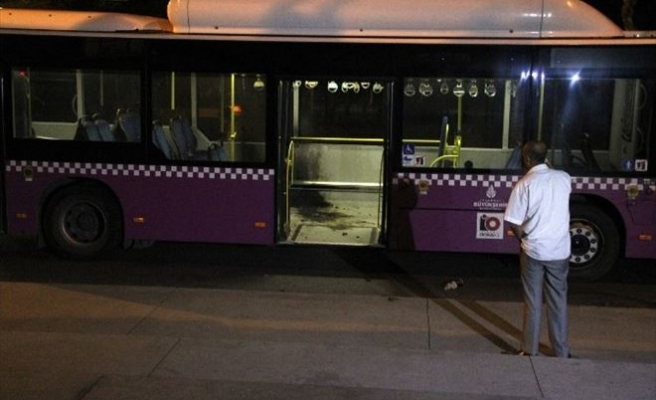 Beyoğlu'nda Yolcu Otobüsüne Molotoflu Saldırı