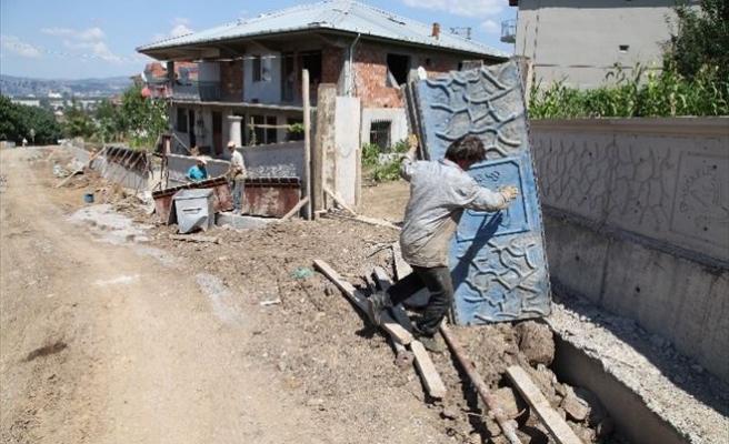 Başiskele'de Perde Duvarlarla Güvenli Yollar