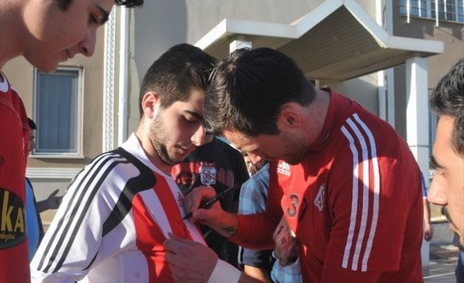 Sivasspor Taraftarlarından Futbolculara Yoğun İlgi