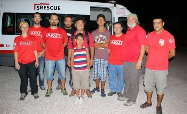 Doğa Yürüyüşünde Kaybolan Tatilci Aileyi AKUT Kurtardı
