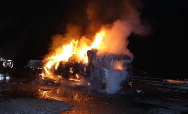 Sakarya'da Tır Yangını:1 Ölü
