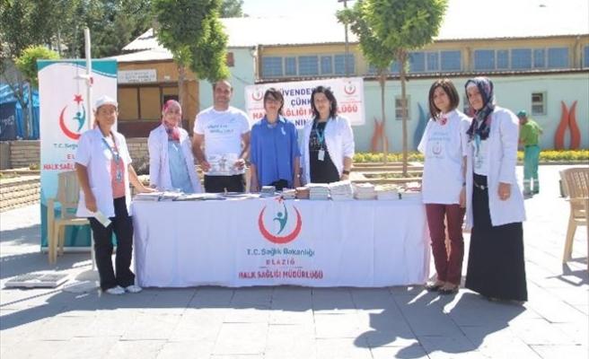 """Elazığ Halk Sağlığı Müdürlüğü Tarafından """"Halk Sağlığı Haftası"""" İçin Stant Açıldı"""
