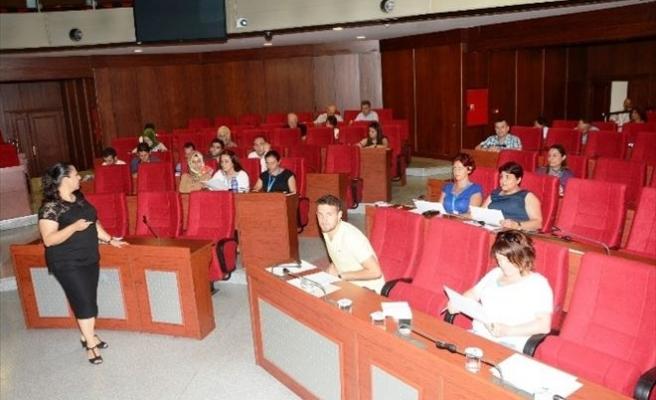İzmit Belediyesi Personeline Görgü Kuralları Eğitimi