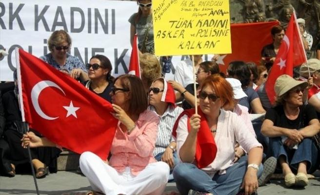 Kayserili Kadınlar Şehitler İçin 'Sessiz' Eylem Yaptı