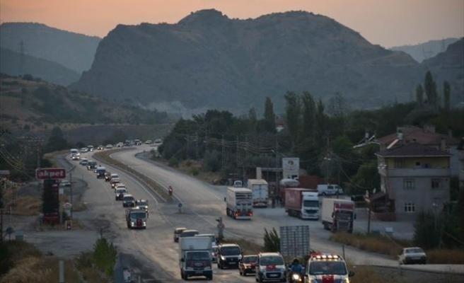 Koyulhisar'da Konvoy İle Teröre Tepki Gösterildi