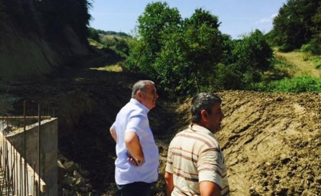 Esentepe'de Eski Köprü Kaldırıldı, Yeni Menfez Tamamlanıyor