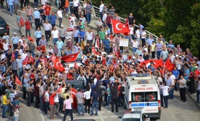 Şehit Polis Memuru Türk Bayraklarıyla Karşılandı