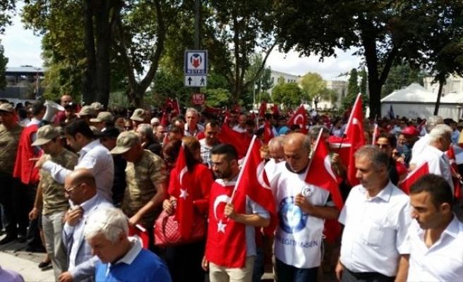 Türkiye Kamu-sen Üyeleri Şehitler İçin Yürüdü