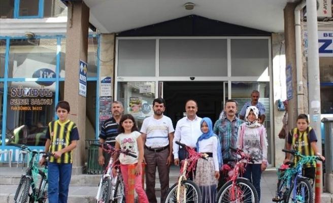Beyşehir'de Başarılı Kur'an Kursu Öğrencilerine Bisiklet