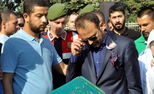 Hükümlü Karagümrük Çetesi Lideri, Annesinin Cenazesine İzinli Katıldı