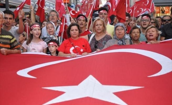 İzmirliler Şehitler İçin Yürüdü