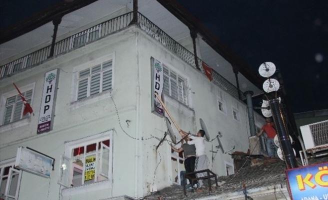 Bartın'da HDP Binasının Tabelası Söküldü