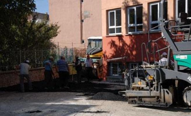 Merkezdeki 16 Okulun Bahçesine Asfalt Atıldı