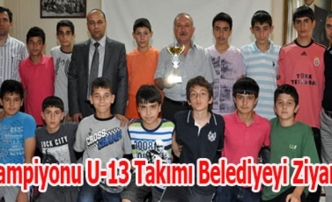 Uşak Şampiyonu U-13 Takımı Belediyeyi Ziyaret Etti