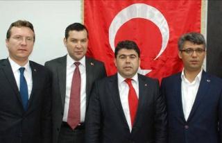 PARTİ BAYRAKLARINI BIRAKIN, TÜRK BAYRAĞI İLE SİYASET...