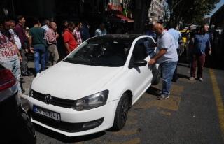 İtfaiye Otomobilde Mahsur Kalan Kadını Böyle Kurtardı