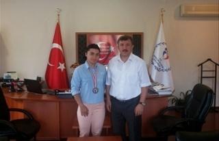 Yalova'ya Halterde İlk Türkiye Şampiyonluğunu...