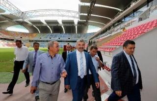 Başkan Çelik Kadir HAS Stadı'nda İncelemelerde...