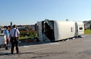 Ambulansa Yol Veren İşçi Servisine Tır Çarptı:...